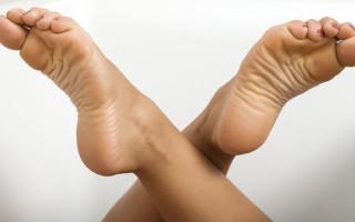 Лечение боли в пятках в домашних условиях и народными способами