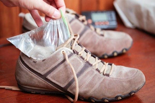 пакет с водой в обувь