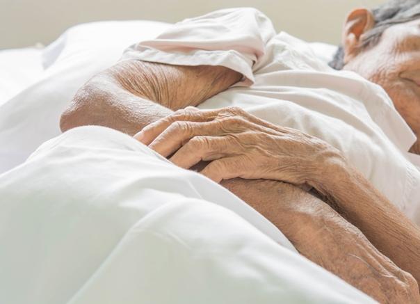 Причины появления пролежней в области пяток. Лечение традиционными и домашними средствами